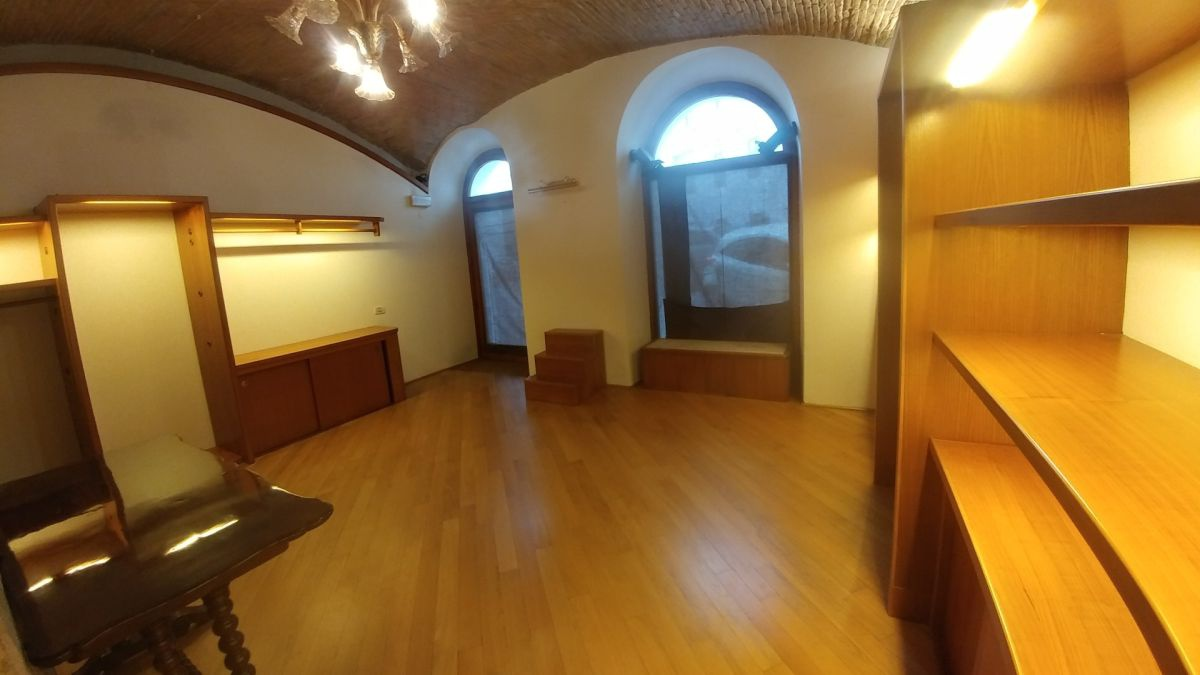 Locale Commerciale TRIESTE COD 02/19