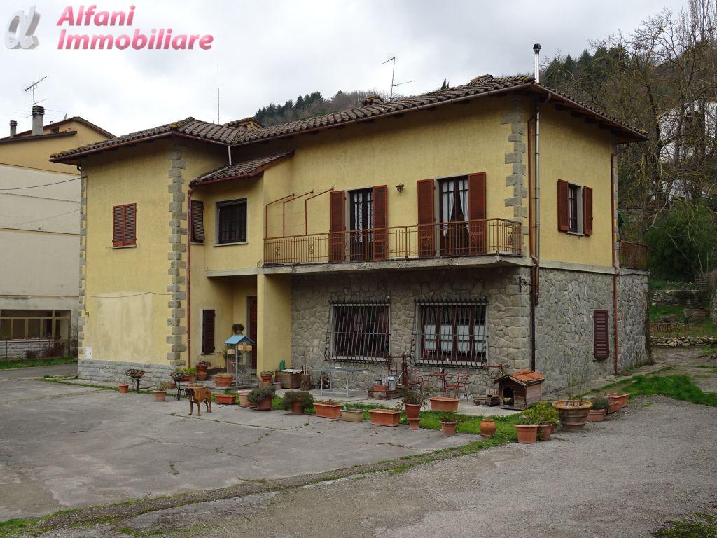 Villa bifamiliare in Vendita CASTEL SAN NICCOLO'