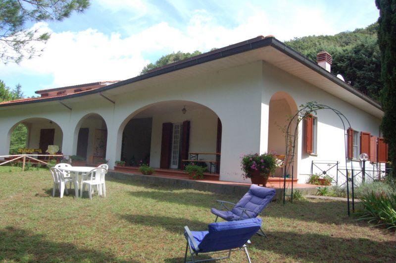 Villa bifamiliare in Vendita CASTELLINA MARITTIMA