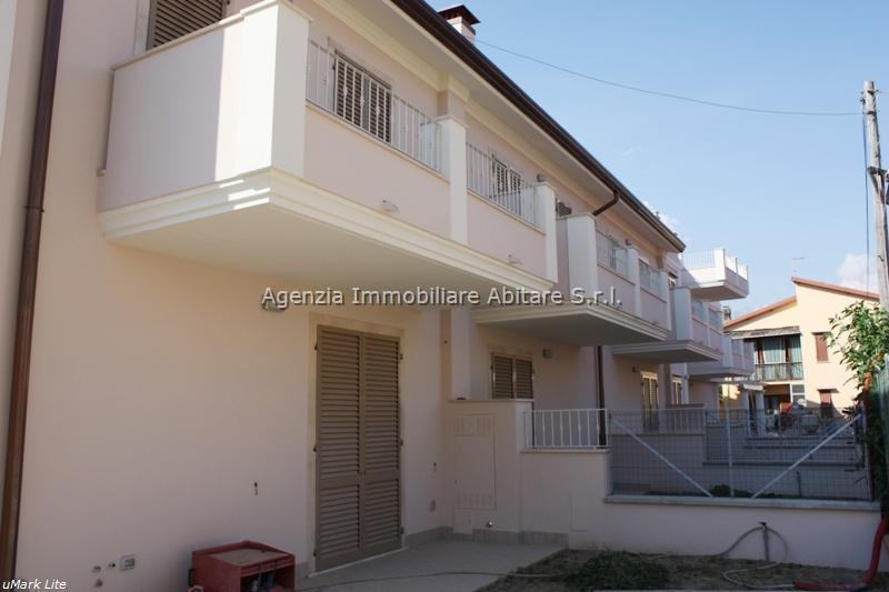 Villa a schiera MASSA VSC464