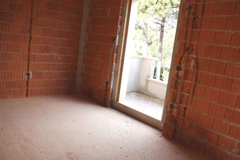 Villa bifamiliare MONTIGNOSO VSC468
