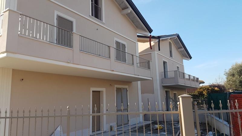 Villa bifamiliare MONTIGNOSO VSC479