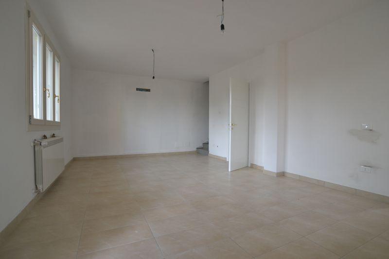 Villa bifamiliare ALTOPASCIO 2186