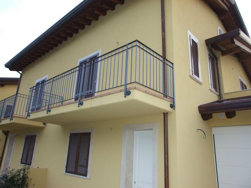 Villa bifamiliare in Vendita MONTIGNOSO