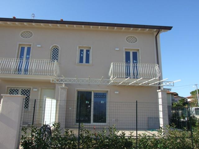 Villa a schiera MASSA S/172