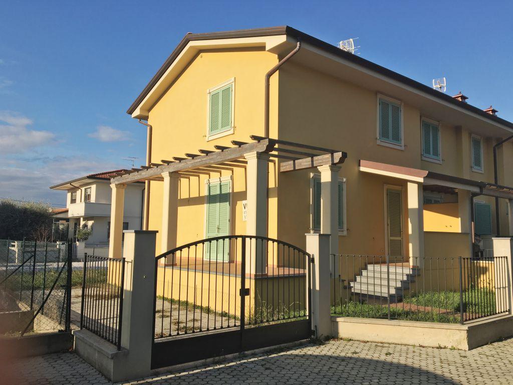 Villa a schiera CAMAIORE CP8