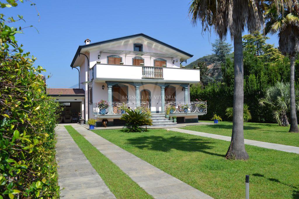 Villa singola MONTIGNOSO 562