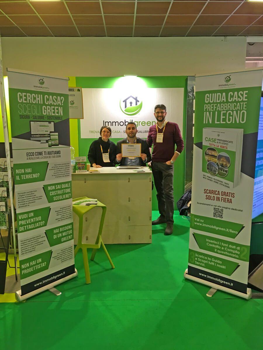 Stand Immobilgreen Italia a Klimahouse con staff e attestato premiazione